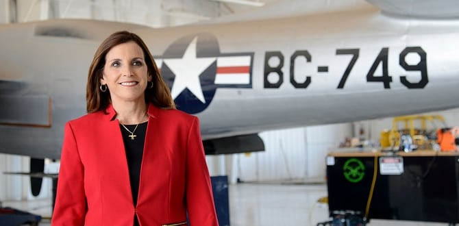 Martha McSally, First Female Fighter Pilot To Fly In Combat, Wins Arizona Senate Primary